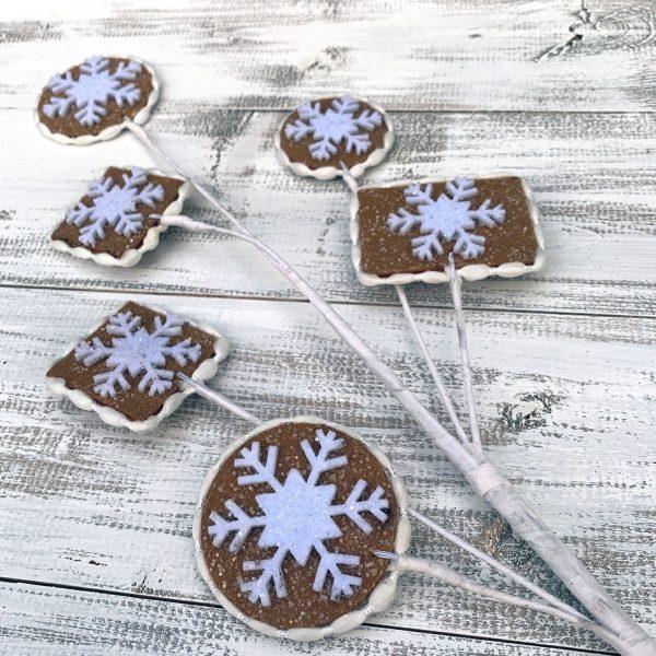 """Snowflake Gingerbread Cookie Spray - 29"""""""